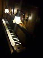 Dębowe, potężne pianino Zimmermann.