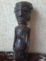 Статуэтка из черного дерева.