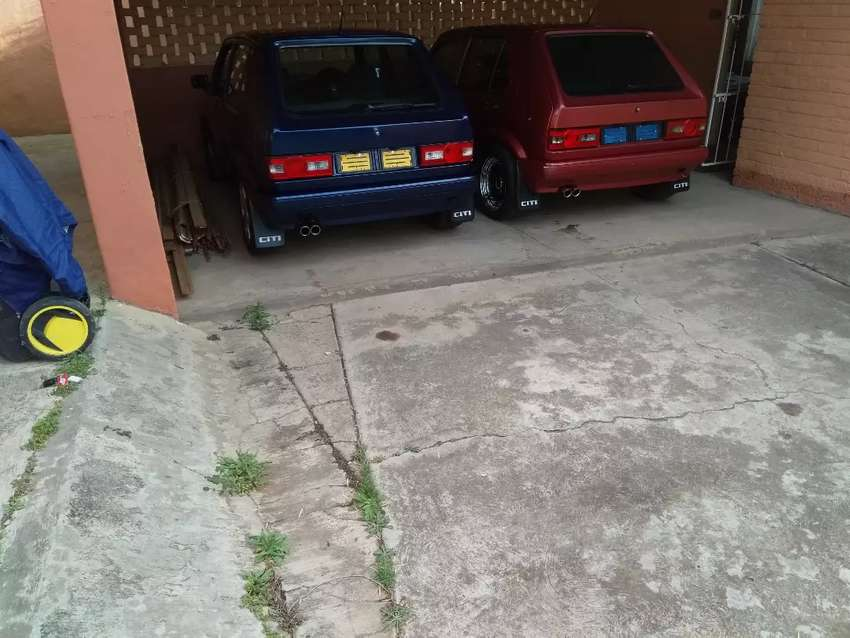 Golf 1.4 caburator and Golf 1.6 fuel injection. 0