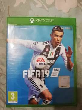 Hi i am selling fifa 19 still new and in good condition