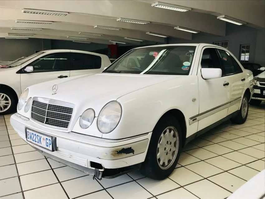 Mercedes Benz E230 A/T .ACCIDENT FREE.  CLEAN! 0