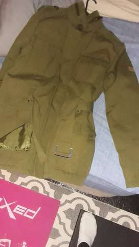 I buy good quality second hand clothes,shoes,linen n cutains in bulk