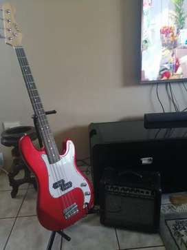 Base guitar with speaker and guitar stand.