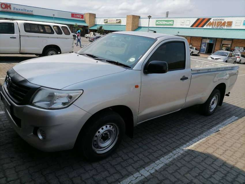 Been with the owner for 7 years,Toyota hilux vvti 2013 model,grey gold 0