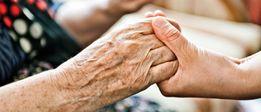 Уход за одиноким пожилым человеком за право унаследовать жилье.