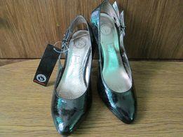 Лакові туфлі з Німеччини.23см.