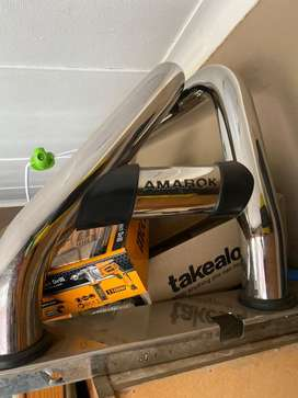 Roll bar and tonneau cover for amarok double cab