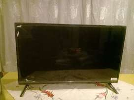 "Flat screen LCD 32"" tv"
