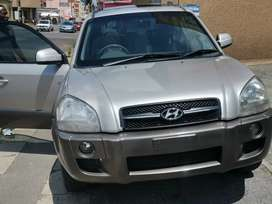 2007 Hyundai Tucson 2.0 comes with sunroof spare key leather seats