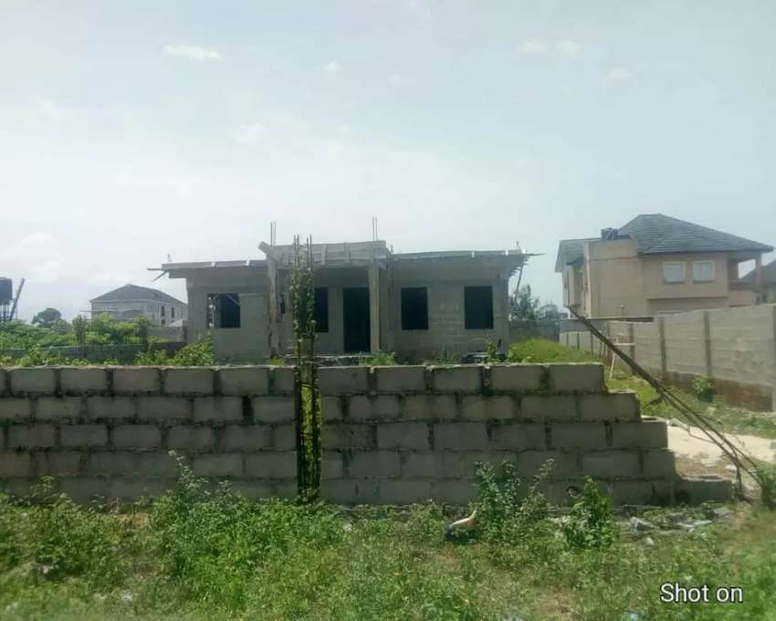 Land for sale and uncompleted building for sale. 0
