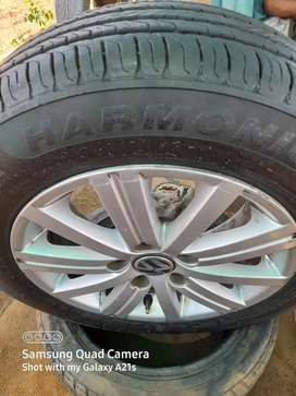 Vw 5 hole mags with tyres