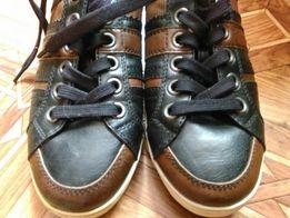 Новые кожаные кроссовки