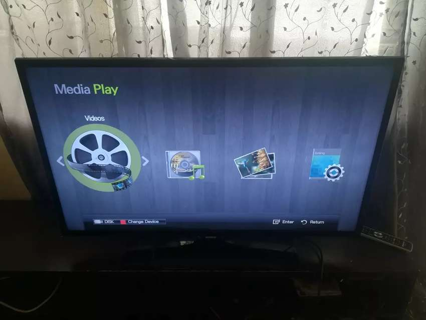 Samsung 40inch smart led Tv with remote 0