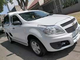 CHEVROLET UTILITY BAKKIE WITH CANOPY AND SERVICE BOOK 1.4