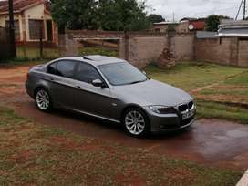 Bmw 320i 2010 model... 75,000.clean and running 100% no problems