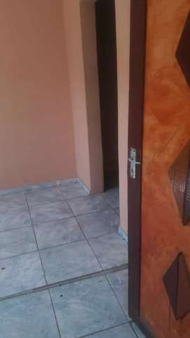 2 rooms for rental  in mohlakeng R2200