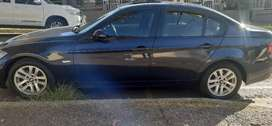 BMW 320i IN EXCELLENT CONDITION, PRICE NEGOTIABLE