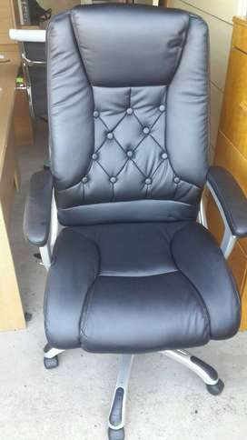 High Back Executive Button Leather Chair
