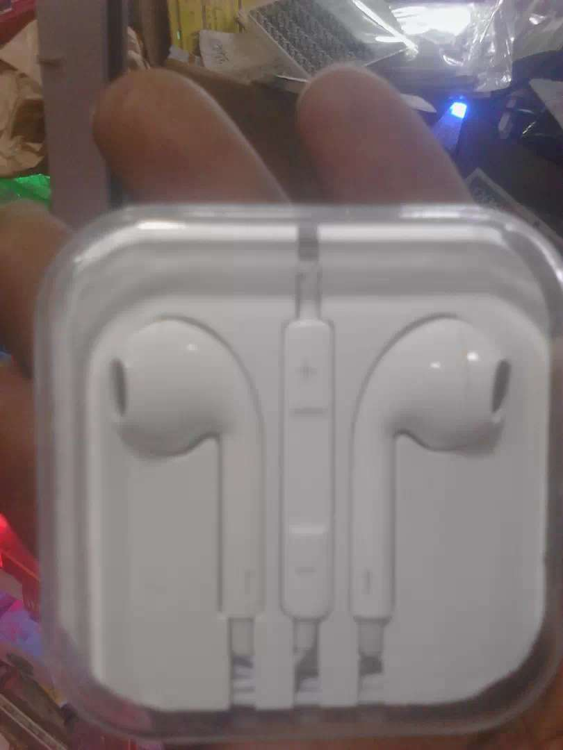 Earphone iphone 0