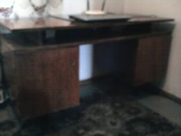 продается стол письменный двухтумбовый ,пригодный для всего