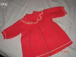 Продам вязаное платье на девочку до годика.