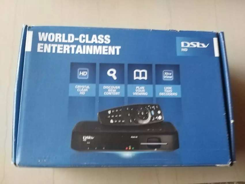 DSTV decoder for sale  R400,sechand  comes with box changer 0