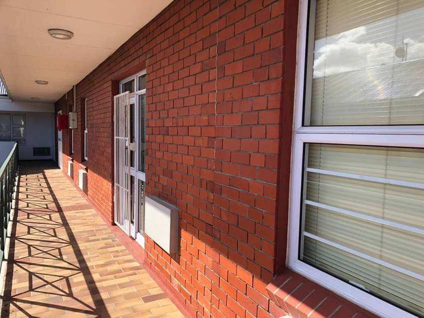 TO LET -  85m2 OFFICE 0