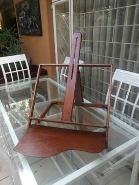 Beautiful wooden table easel.