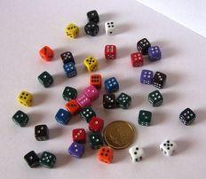 Miniaturowe kości do gry w kości, gier planszowych, karcianych...
