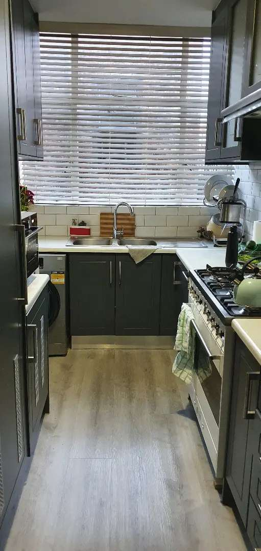 One room available in a 2bed 2bath flat 0