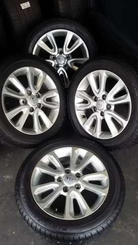 4 × 16 inch KIA mags and tyres for sale