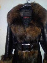 Кожаное пальто c меховой отделкой+пояс с камнями