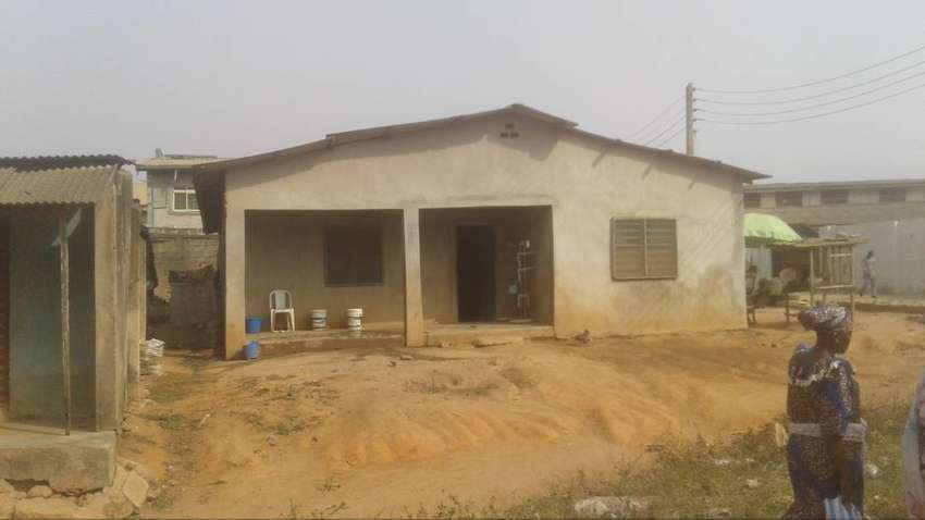 10 Rooms face me I face you at Akute, Ogun state. 0