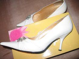 Продам туфли белые свадебные выпускные 39 р-р