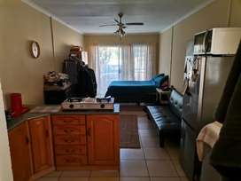Bachelor flat available to rent. R2900.