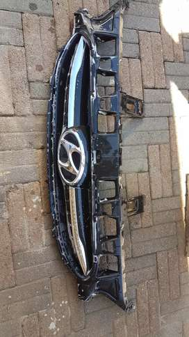 hyundai accent grill complete with bage