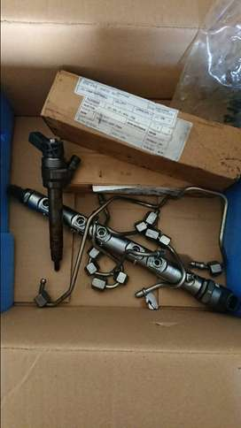 4 injectors and fuel rail for sale