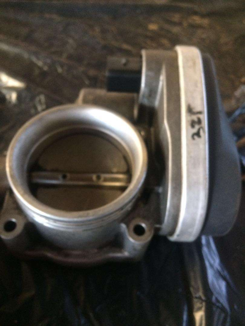 BMW E90 325i throttle body for sale 0