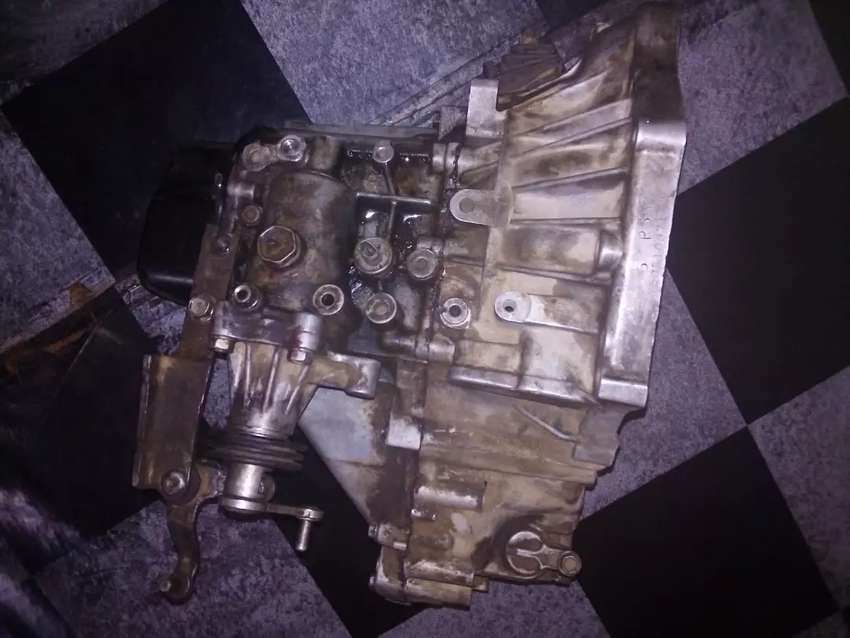 Toyota Yaris Gear Box 2015 model, Car was in accident 0