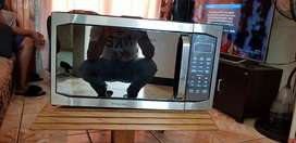 Russell hobbes  mirror microwave 45l