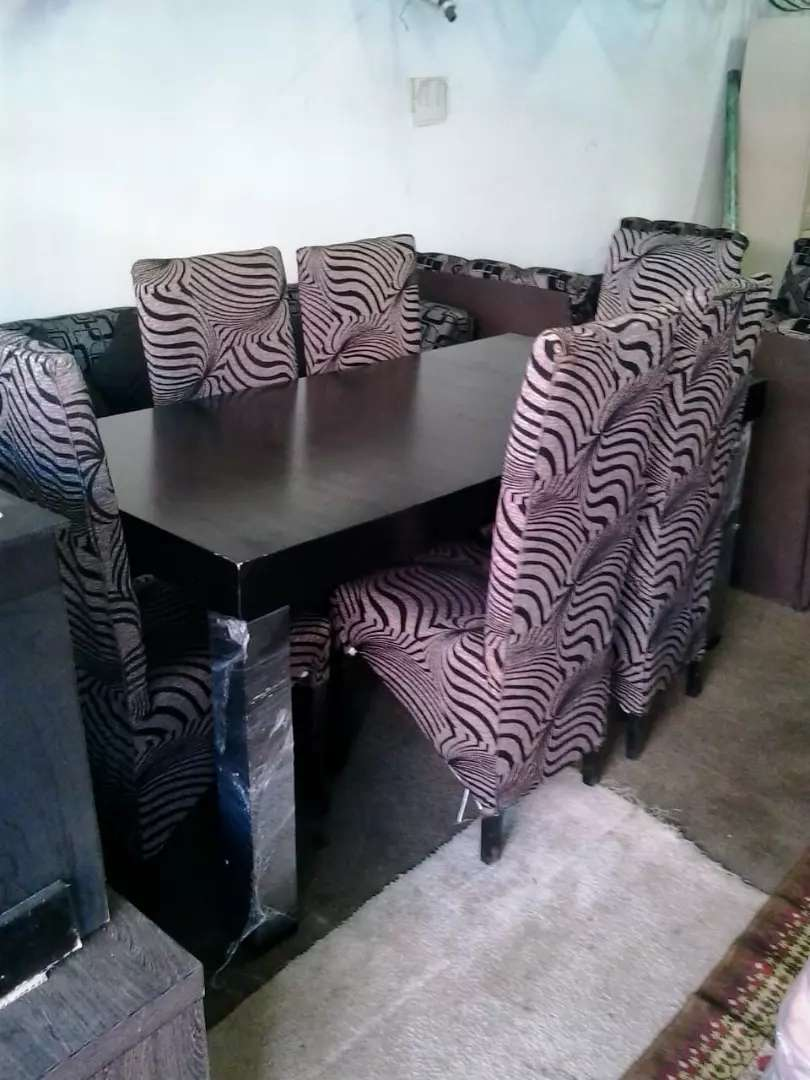 Dining room table and chairs 0