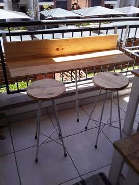 Bacony table and chairs. Braai rack in