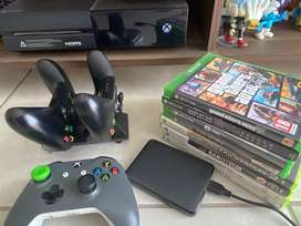 Xbox One, 3 controllers, Games and external HD R3700