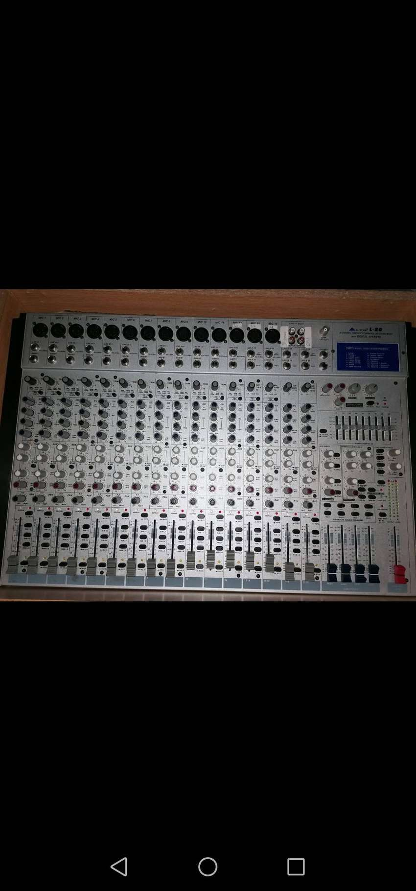 20 Channel compact integrated live sound mixer
