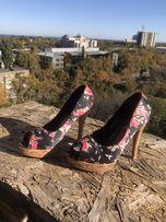 Каблуки с цветочками, открытый носок