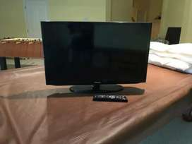 Samsung 32 LCD HDTV with stand n Remote Free delivery in phoenix