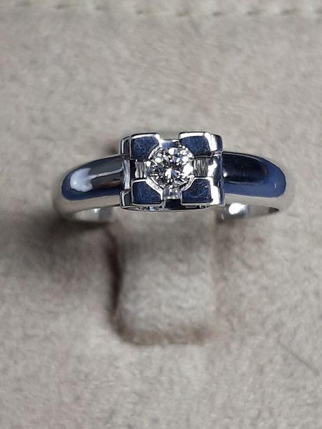 Золото бриллианты , кольцо.