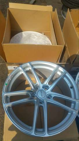 A SET OF BRAND NEW  RIMS 19 inches