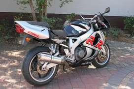 Honda CBR919 SC33 breaking
