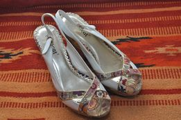 Продам туфли сандали лодочки на танкетке Монарх белые летние